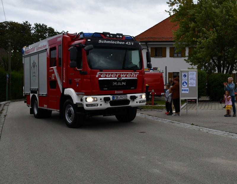 Ankunft des neuen LF 10 am Schmiechner Feuerwehrhaus