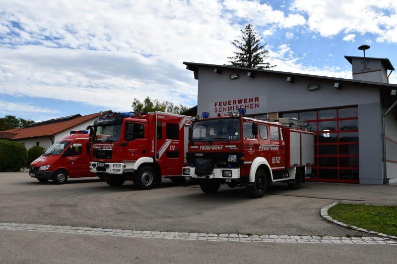 MZF, LF 10 und LF 8 vor dem Feuerwehrhaus